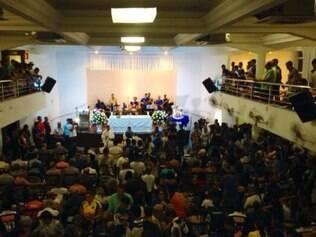 Clube da Raposa, no Bairro Preto, ficou lotado na noite desta quarta-feira
