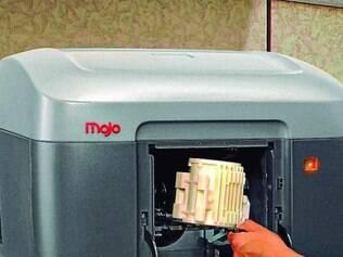 Modelo.   Partes e peças de produtos maiores são criados por impressora 3D da Mojo