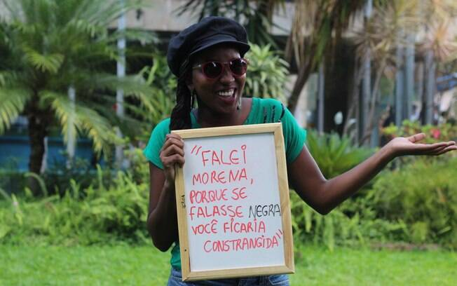 Em projeto fotográfico, aluna da UnB retrata universitários negros com frases preconceituosas que já ouviram