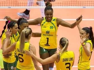 Com tranquilidade, a seleção feminina de vôlei venceu o Canadá por 3 sets a 0