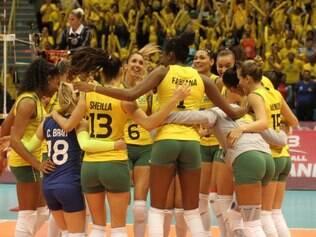 Brasil conseguiu uma boa virada no segundo set e mostrou força de campeão para vencer a Rússia