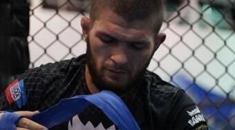 Khabib condena McGregor após ataque à memória de seu pai