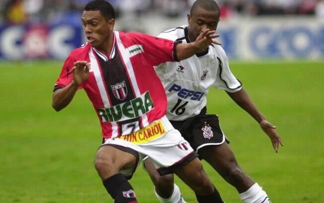 O Botafogo-SP chegou à final do Paulistão de 2001, mas não foi páreo para o Corinthians