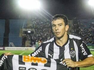 Donizete, que recebeu camisa por ter completado cem jogos pelo Galo, não enfrentará o Tricolor