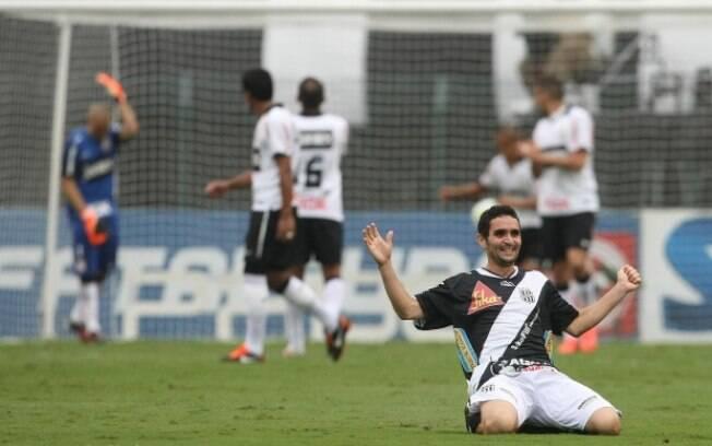 Com falhas de Julio Cesar, o Corinthians perdeu para a Ponte Preta no Pacaembu nas quartas do Paulistão de 2012