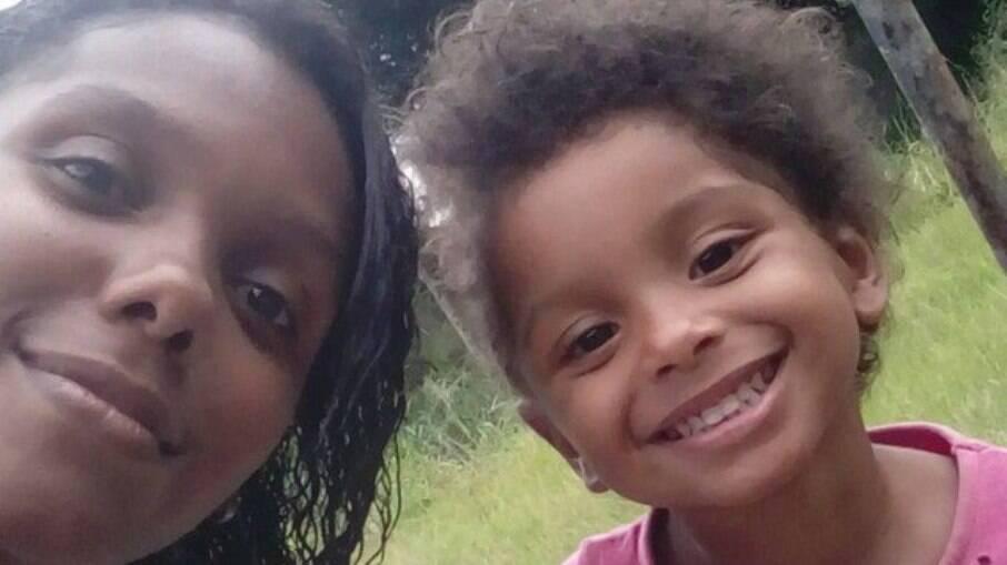 Menina de seis anos morreu após agressões da mãe e de sua madrasta