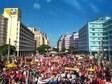 Ato de encerramento da greve geral lota a avenida Guararapes, no Recife