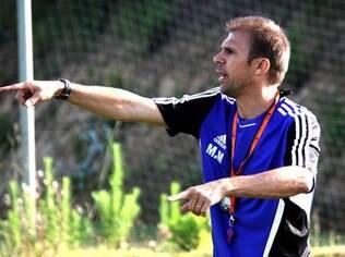 Milton Mendes, que conseguiu o acesso à Série A do Paulista com a Ferroviária, é o novo técnico do Atlético-PR