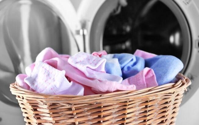 Apesar de eletrodomésticos estarem cada vez mais intuitivoss, há alguns hábitos e fatores simples que podem gerar problemas no motor e entupimentos na máquina de lavar roupas, além de danos nas peças que estão sendo lavadas
