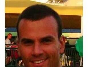 Costa era formado em direito e fisioterapia.