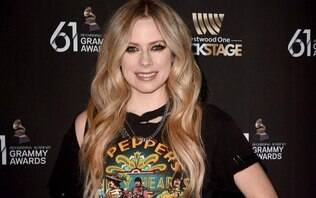 Avril Lavigne se junta com Nicki Minaj para nova música
