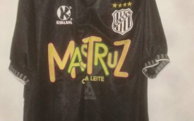 Mais um exemplo de como o forró gosta de investir no futebol: grupo Mastruz com Leite na camisa do Ceará