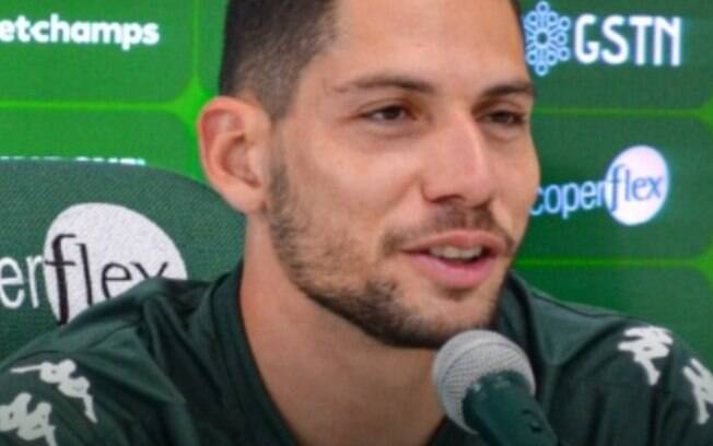 Guarani apresenta Lucas França como novo goleiro