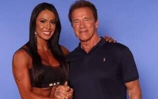 Na África, Gracyanne Barbosa vibra ao reecontrarArnold Schwarzenegger