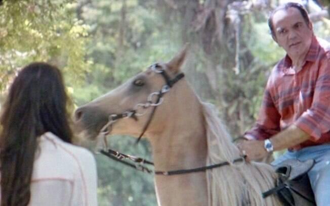 Virgílio encontra Ana durante passagem por Goiânia