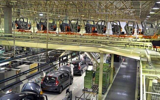 Planta de Sumaré (SP), mais especificamente a linha de produção do Honda Fit. Setor automotivo se recupera lentamente da crise econômica