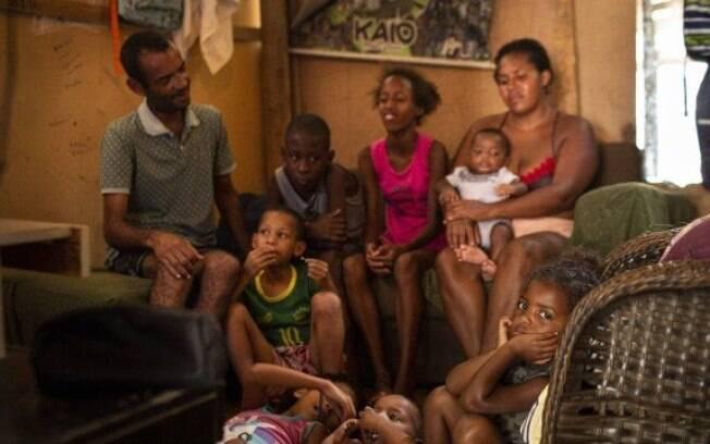 O casal Valmir e Deise mora com os sete filhos na comunidade do Brejo, na Cidade de Deus