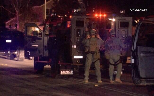 Equipe da SWAT foi chamada ao local para identificar possível ameaça de bomba