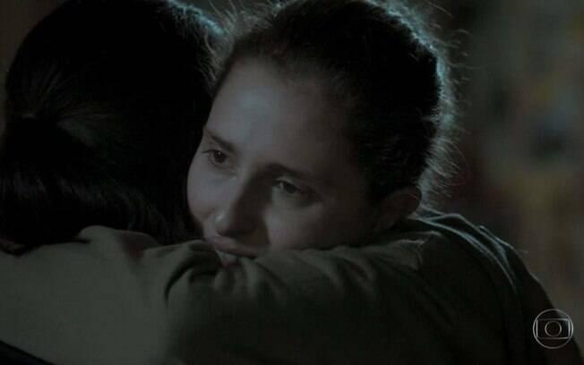 Ivana não consegue se entender com a mãe e busca abrigo com Nonato