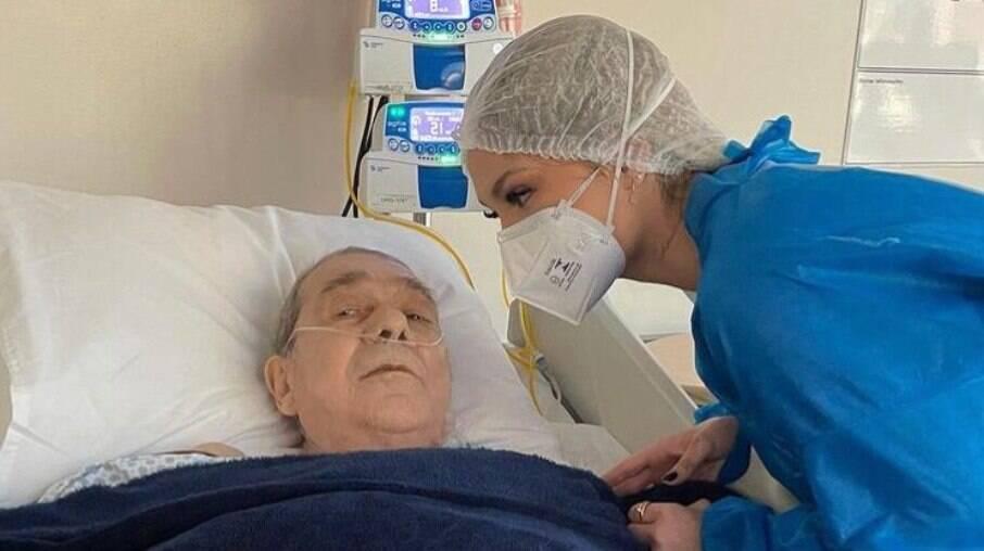 Virginia visita pai internado no hospital