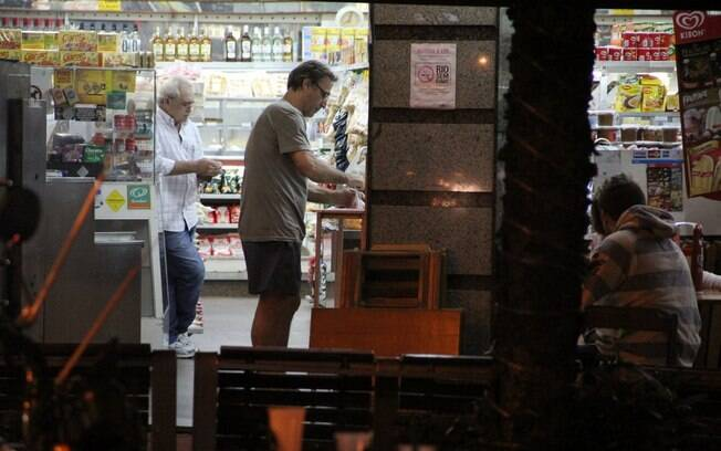 Herson Capri deixou sua casa para ir às compras