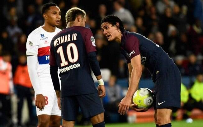 Neymar ou Cavani? Quem bate faltas e pênaltis no time do PSG?