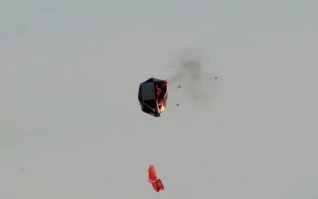 Vídeo flagra queda de balão em chamas em prédio de Campinas