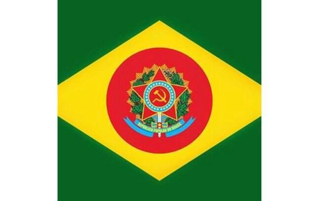 Adélio Bispo de Oliveira postou na sua página do Facebook a bandeira do Brasil com com centro vermelho, a foice e o martelo, cor e símbolos que remetem ao comunismo