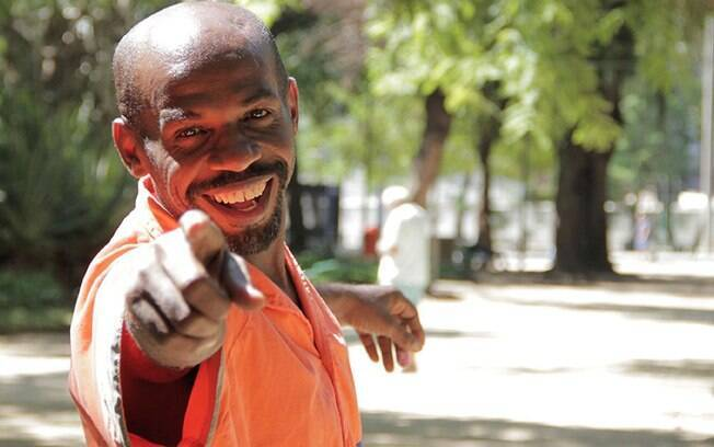 O gari Renato Sorriso é um dos maiores símbolos do carnaval