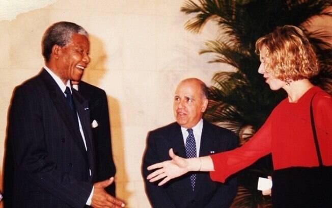 Marília Gabriela relembra encontro memorável com Nelson Mandela e deseja melhoras ao ex-presidente sul-africano