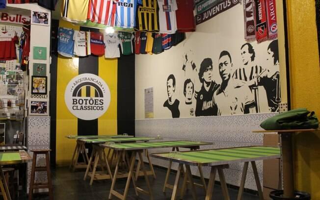 No bar Arquibancada Botões Clássicos as mesas são livres para os jogadores