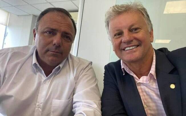 Empresário publicou, em abril, uma foto ao lado do atual ministro da Saúde