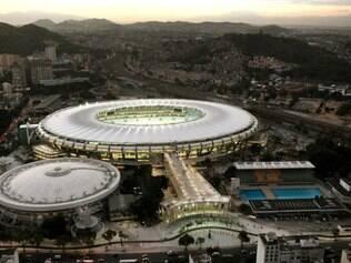 A nova cobertura do Maracanã é formada por uma membrana de fibra de vidro e teflon de alta tecnologia (PTFE) e cabos de aço tensionados