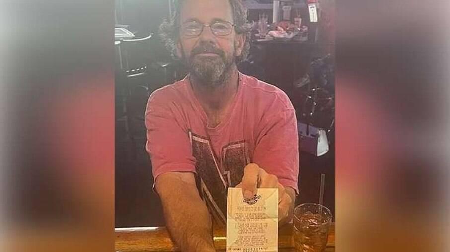 Homem ganha na loteria, mas morre afogado com bilhete premiado no bolso