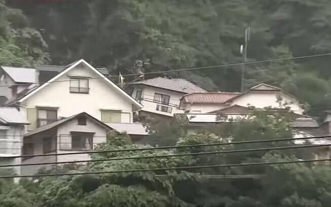Chuvas torrenciais no Japão provocaram deslizamentos de terra e enchentes no país