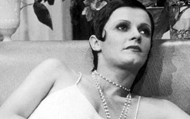 Bete Mendes como Sílvia, a vítima de