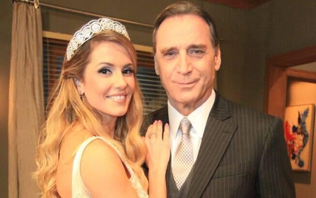 Natalie (Deborah Secco) se casando com Cortez (Herson Capri)