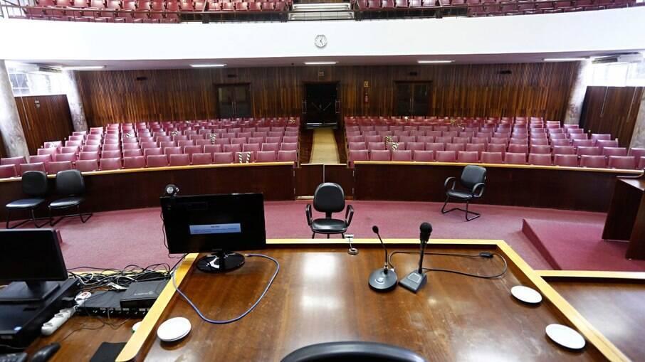 PR: Promotor de Justiça discute com advogado durante sessão: