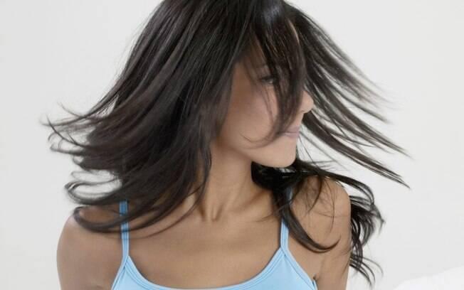 Os óleos deixam os cabelos mais brilhantes, sedosos e maleáveis