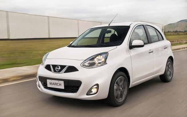 O Nissan March beira os R$ 40 mil, mas traz um pouco mais equipamentos, como direção elétrica