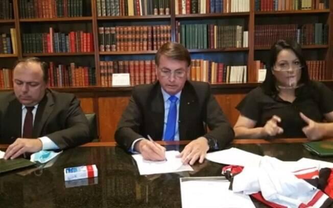 Jair Bolsonaro em live no Facebook nesta quinta-feira (6)