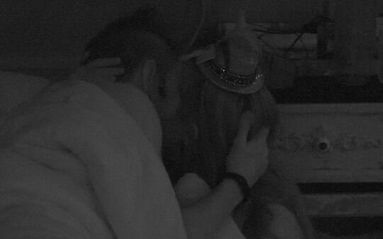 'BBB 15': Rafael supera saída de Talita e tenta beijar Tamires em festa - Home - iG