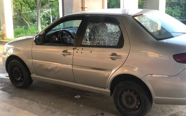 O carro do soldado Miquéias Marinho Ribeiro foi alvejado em frente a casa dos pais do policial
