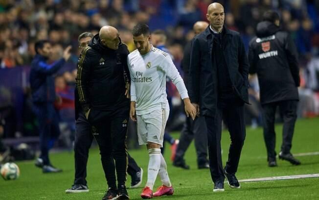 Eden Hazard teve lesão na fíbula direita e pode não jogar mais na atual temporada