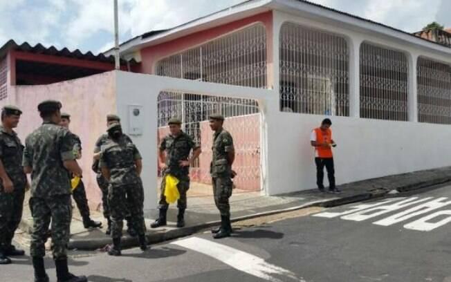 Militares visitam residências em Manaus, no Dia Nacional de Mobilização contra o Mosquito Aedes aegypti