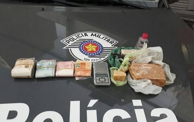 Além da prisão, a Cavalaria da PM foi responsável pela apreensão de cerca de 1,6 mil em dinheiro e de um quilo de crack