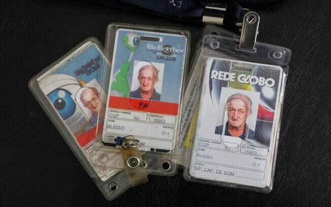 Russo mostra todos os crachás da Globo