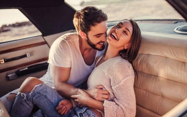 Fazer sexo no carro pode até ser uma fantasia para muitos, mas está na lista de lugares que podem