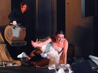 """Atração. Cena da montagem de """"Hamlet"""" da Berliner Ensemble, primeira grande atração internacional do FIT-BH 2014"""