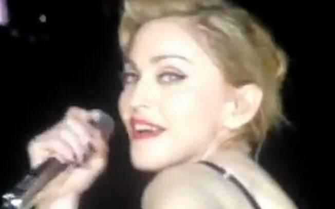 Madonna causou polêmica durante mais um show da sua turnê